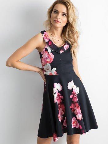 Sukienka damska czarna w egzotyczne kwiaty