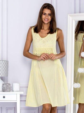 Sukienka damska letnia z koronkowym dekoltem żółta