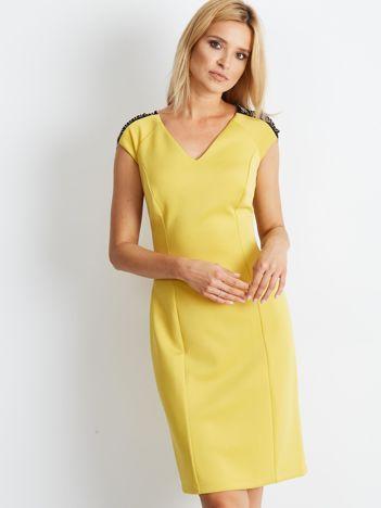 Sukienka damska z łańcuszkami na ramionach żółta