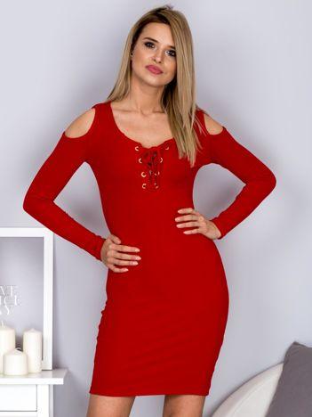 Sukienka damska z wycięciami i dekoltem lace up czerwona