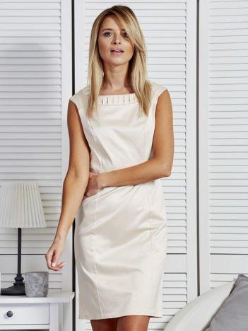 Sukienka damska z zakładkami przy dekolcie jasnobeżowa