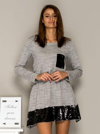 Sukienka dresowa z cekinowymi wstawkami jasnoszara