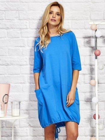 Sukienka dresowa z troczkami na dole niebieska