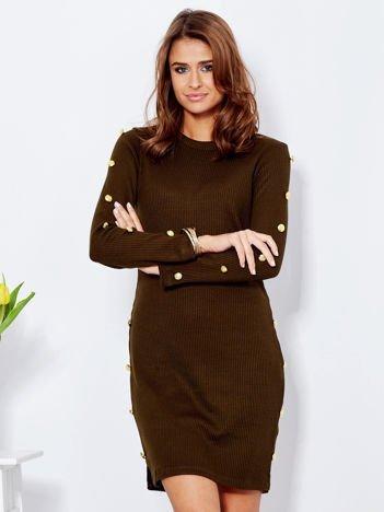 Sukienka khaki prążkowana ze złotymi guzikami