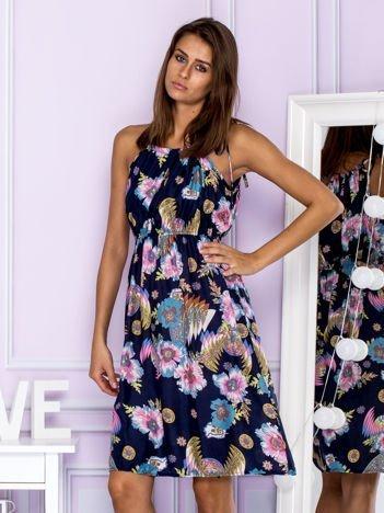 Sukienka letnia z kwiatowym motywem i wiązaniem granatowa