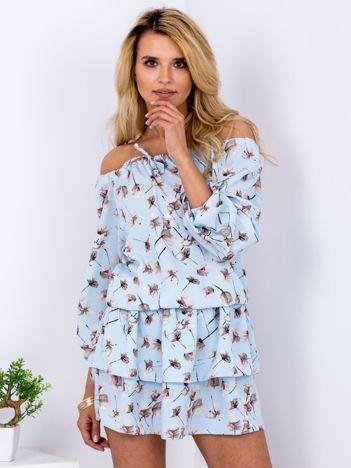 Sukienka niebieska odsłaniająca ramiona w kwiatki