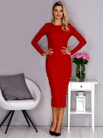Sukienka w prążek z rozcięciem na napy czerwona