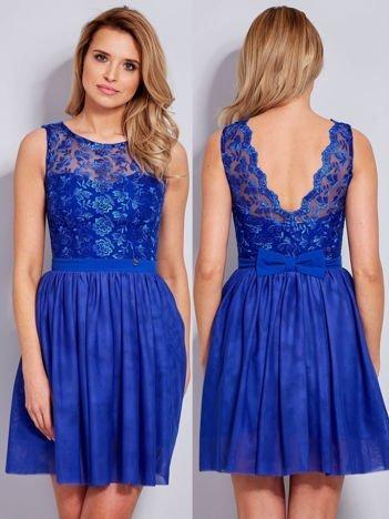 Sukienka z haftem i kokardą ciemnoniebieska