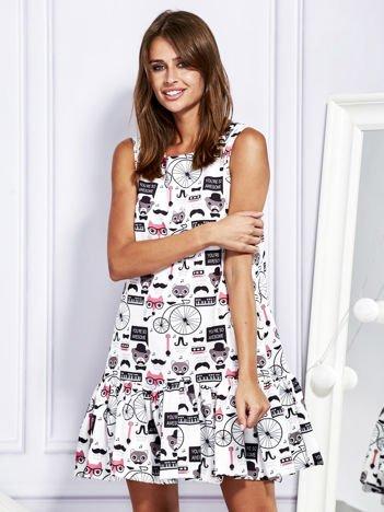 Sukienka z młodzieżowym nadrukiem biało-różowa