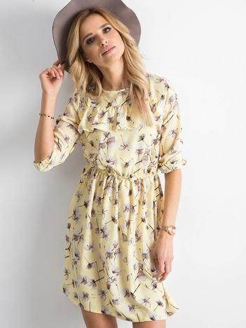 Sukienka żółta we wzory z falbaną