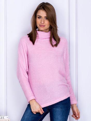 Sweter różowy z dłuższym włosem