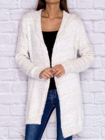 Sweter z melanżowym wzorem biało-beżowy