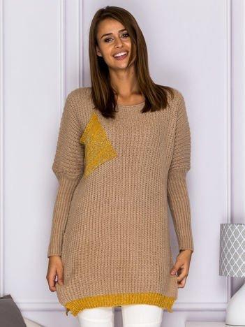 Sweter ze złotą kieszenią ciemnobeżowy
