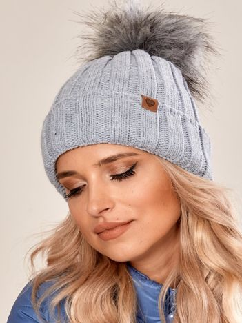 Szara czapka zimowa z pomponem