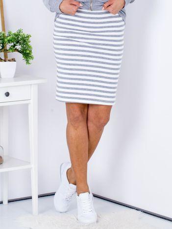 Szara dopasowana spódnica w paski