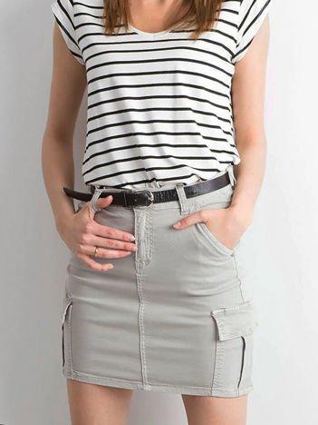 Szara jeansowa spódnica z kieszeniami