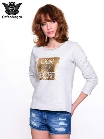 Szara pikowana bluza w stylu glamour ze złotym nadrukiem i lamówką
