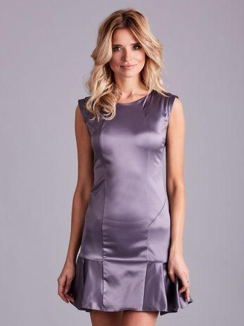 Szara satynowa sukienka z falbaną