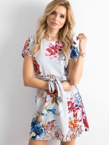Szara sukienka w kwiaty z wiązaniem