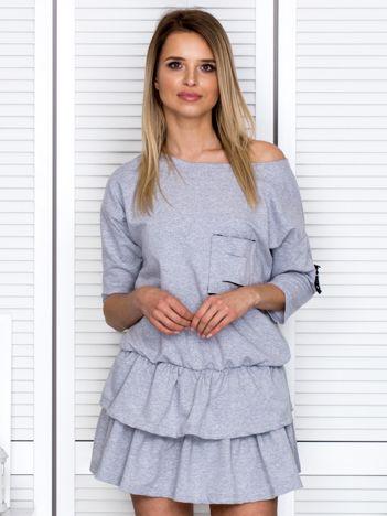Szara sukienka z warstwowymi falbanami