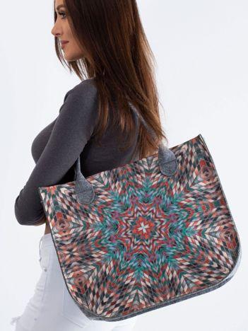 Szara torba filcowa z geometrycznym nadrukiem