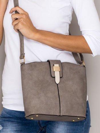 Szara torebka z ozdobną klapką