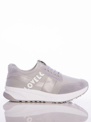 Szare buty sportowe Rue Paris na sprężystej podeszwie z ozdobnymi napisami
