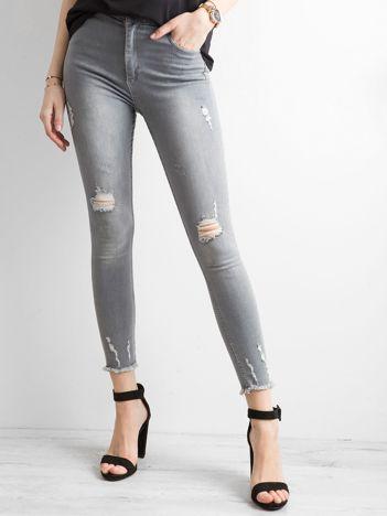 Szare jeansy high waist z przetarciami