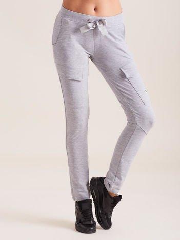 Szare spodnie dresowe z kieszeniami
