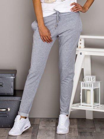 Szare spodnie dresowe z troczkami i lamówką