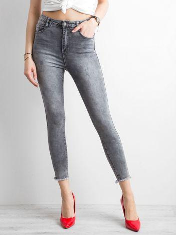 Szare spodnie jeansowe skinny