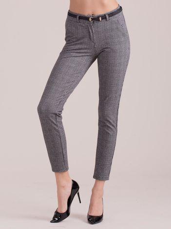 Szare spodnie w kratkę z paskiem