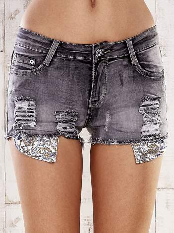 Szare szorty jeansowe z przetarciami