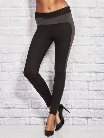 Szaro-czarne legginsy ze wstawkami w drobne paski