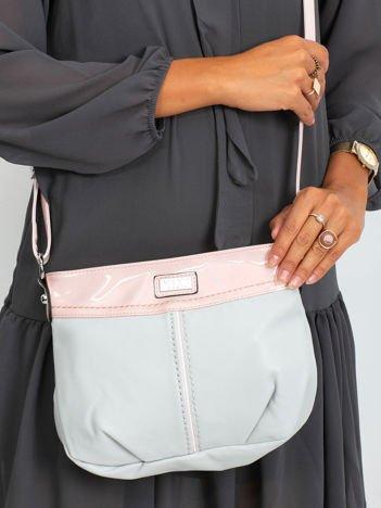 Szaro-różowa torebka z paskiem
