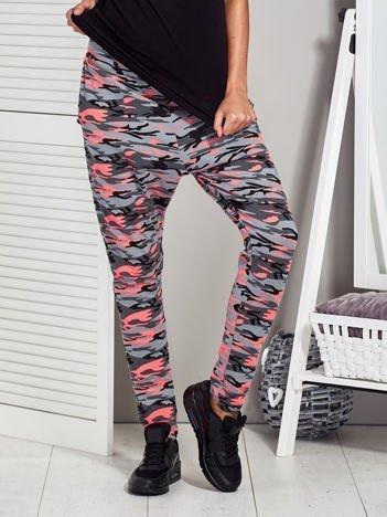 Szaro-różowe spodnie dresowe moro