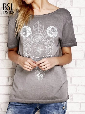 Szary dekatyzowany t-shirt z dekoltem na plecach