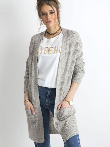 Szary długi sweter z dzianiny