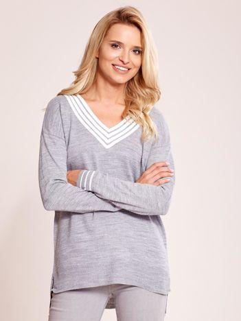 Szary luźny sweter V-neck z domieszką wełny