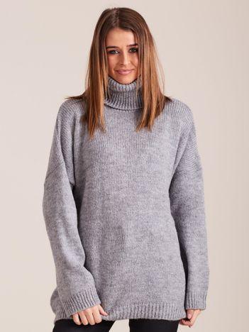 Szary miękki sweter z golfem