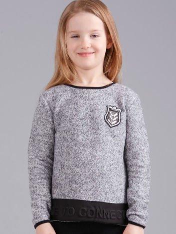 Szary sweter dziewczęcy z herbem i napisem