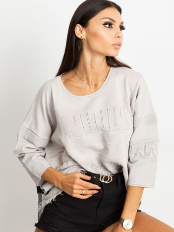 Szary sweter w delikatny wzór