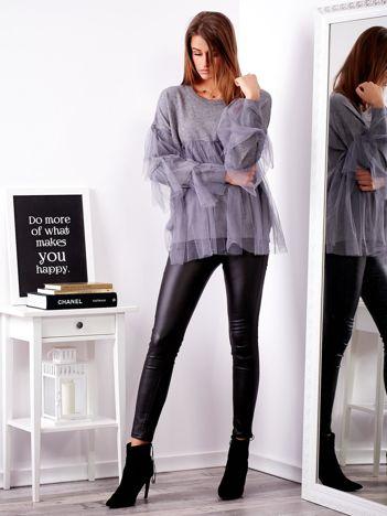 Szary sweter z tiulowymi falbanami