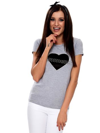 Szary t-shirt z aksamitnym sercem i perełkami