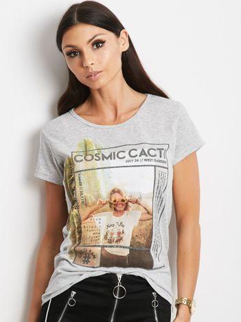 Szary t-shirt z nadrukiem dziewczyny