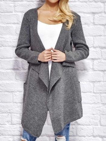 Szary wełniany sweter z luźnymi połami