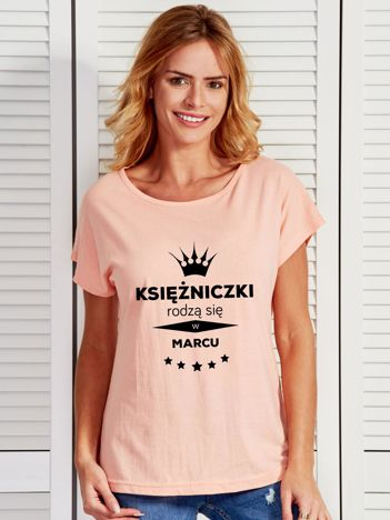 T-shirt KSIĘŻNICZKI RODZĄ SIĘ W MARCU brzoskwiniowy