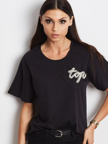T-shirt czarny z biżuteryjną naszywką