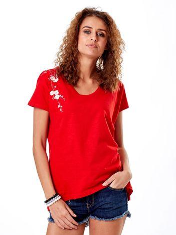 T-shirt czerwony z kwiatowym haftem