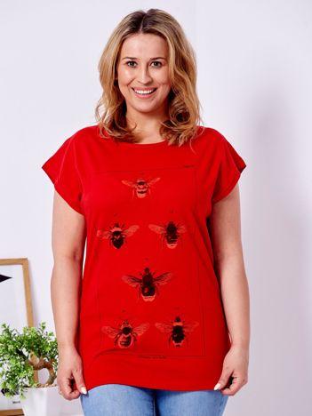 T-shirt czerwony z nadrukiem owadów PLUS SIZE
